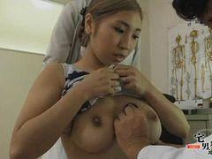 巨乳人妻に薬の代わりに精子を注入する悪徳産婦人科医!