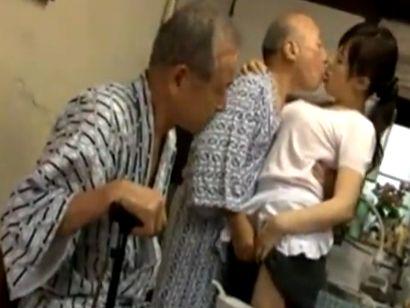老いぼれても性欲モリモリ爺を介護するムッチリ巨乳な介護士さんww