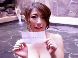 温泉で素人をパイズリしてザーメン抜きまくるミッションに挑戦する痴女優 篠田あゆみ
