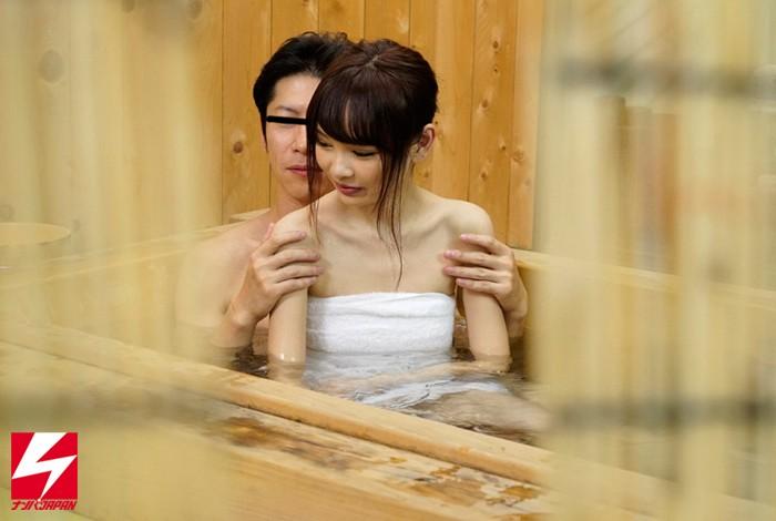 オフィス街で外回り中の男上司と女部下に『日頃、コミュニケーションは取れていますか?良かったら広いお風呂でお互いの信頼関係を深めませんか?』とナンパしたら、仲良くなりすぎてセックスまでしちゃってました。