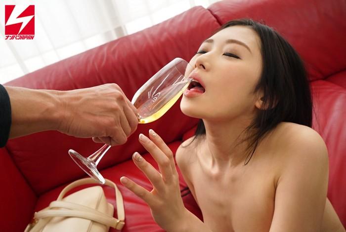 「スパークリトリスングワインの試飲をしてくれませんか?」お誘いした上品なオネエさまに媚薬入りドリンクを飲ませたら急変してエビ反り絶頂sexしちゃいました☆ Vol.1