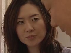 【ヘンリー塚本】集配クリーニング業者の男を誘惑してSEXしてしまう好色淫乱な美熟女!
