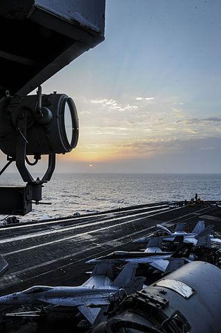319px-USS_NIMITZ_(CVN_68)_130907-N-MX772-010_(9716390876).jpg