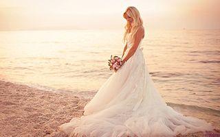 320px-Beach_wedding_-_14414226350.jpg
