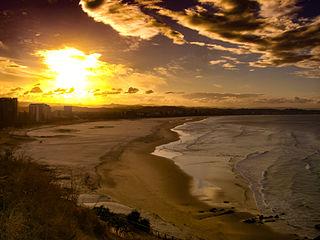 320px-Coolangatta_Beach_Strand_(24005392101).jpg