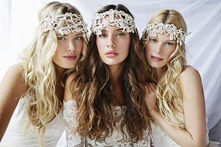 320px-Grace_loves_lace_Island_Luxe_editorial.jpg