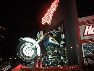 320px-Harley_Davidson_Bar_at_Night.jpg
