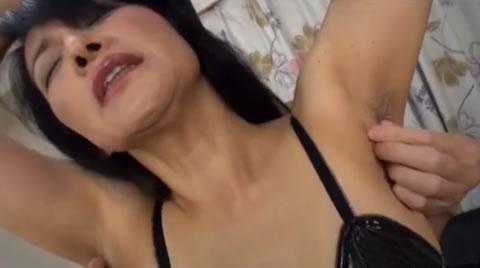 アダルト動画:armpit fetish/五十路おばさんの腋毛をいじる (あとで友人枠へ)