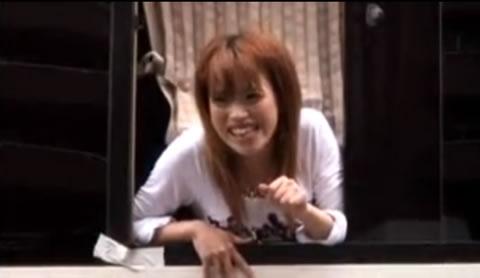 アダルト動画:歌舞伎町でナンパしたギャルと車から顔出させてSEX