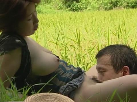 アダルト動画:【ドラマ】爆乳デブス百姓嫁が亭主と農作業中にエロ