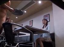 葵つかさ 喫茶店で完熟トマトのリゾットを食べたかったのに突然セックス