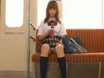 並木優 電車で向かいの席に座ってるメチャカワ女子校生に時間を止めて指マン