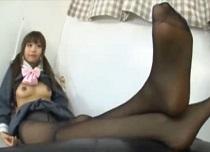 ミニスカ女子校生の萌える足コキ。