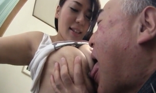 爆乳お姉さんの杏美月がジョリ脇と敏感乳首を舐めて吸われて感じまくる無料エロ動画♪