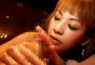 ピンサロ風俗嬢亀頭責め手コキ画像