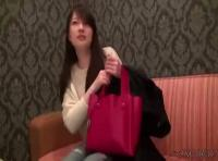 【女子大生の無修正動画】万引きしたかわいい女子大生がGメンにホテルに連れ込まれ中出しされちゃうww