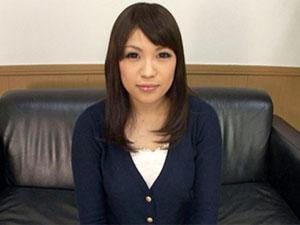 沙藤ユリ 素人娘がおっぴろげたオマンコを接写した指オナニー動画