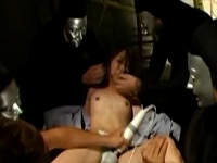 小柄貧乳美少女が仮面の変質者達に拘束され輪姦される!!