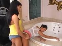 風呂場でレズる美人二人かと思いきや片方は美形女装男の娘でした!!