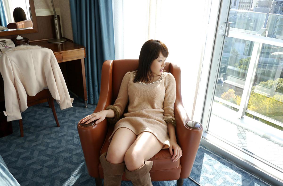 浜崎真緒のグラビア写真