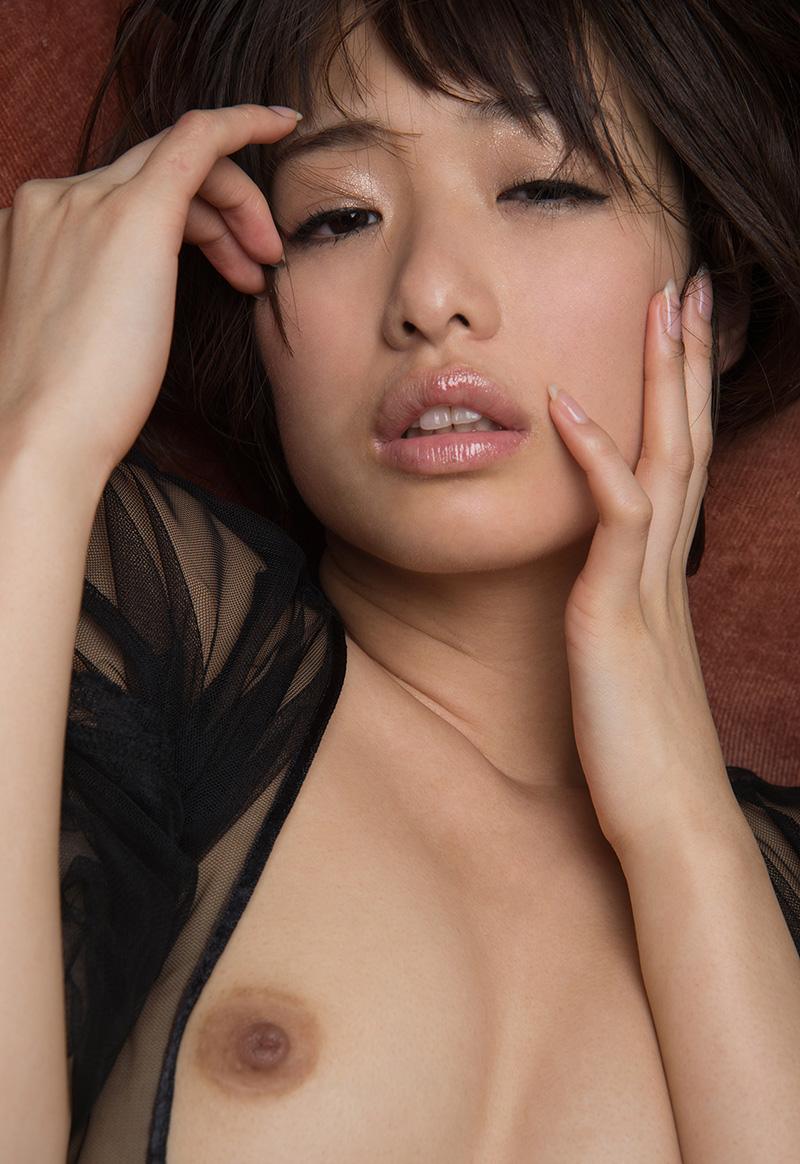 川上奈々美のグラビア写真