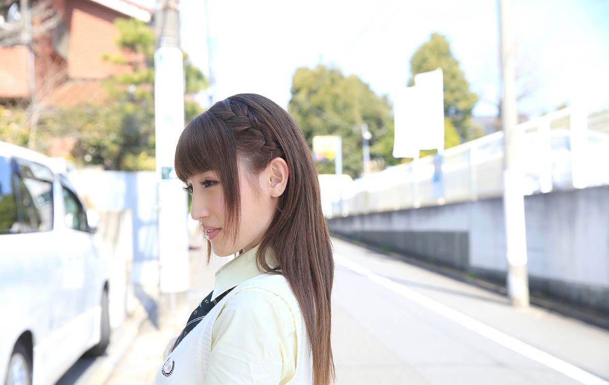 愛沢かりんのグラビア写真