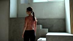 佐々木希、上半身裸画像1