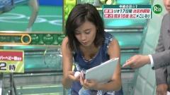 小島瑠璃子胸チラ画像1
