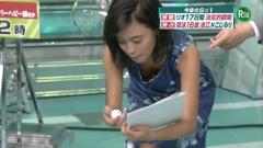 小島瑠璃子胸チラ画像2