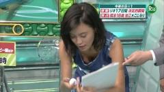 小島瑠璃子胸チラ画像3