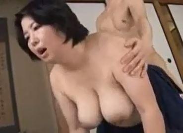 義母さんの巨乳