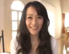 (ヒトヅマムービー)有名な某ウワキSNSで知り合ったモデル妻とラブラブねっとりSEX
