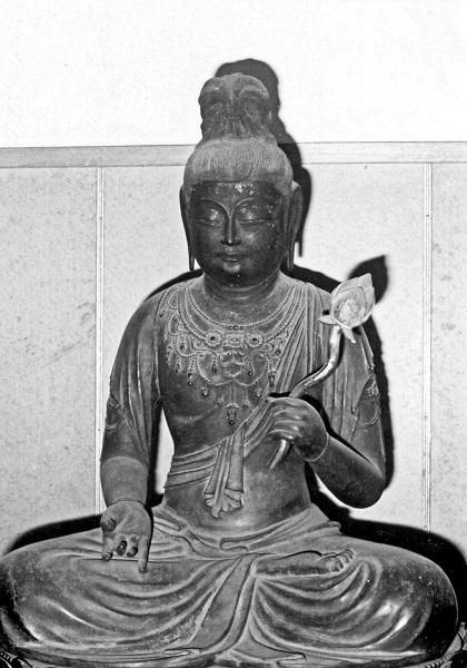 願興寺・聖観音坐像(1971年撮影写真)