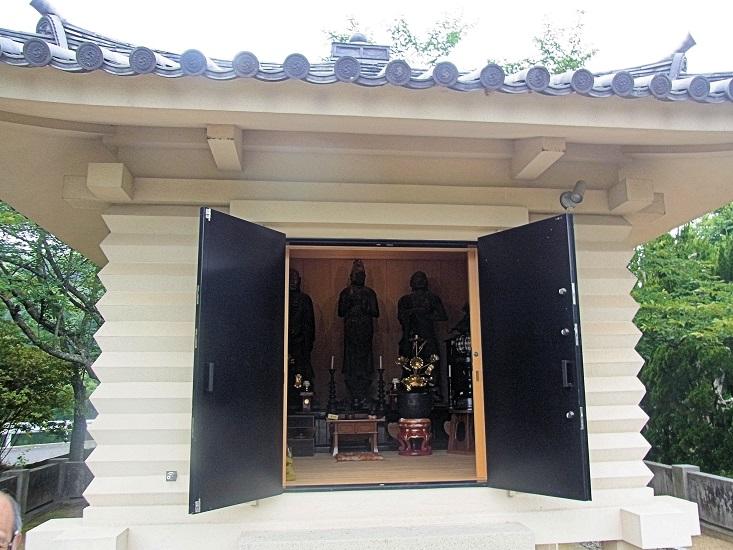 正花寺・収蔵庫