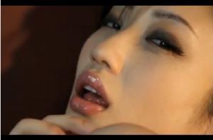 『壇蜜』 グラドルNO1、妖艶な色気漂う芸能人、腰をくねらせ巨乳を見せつけセクシーダンス(着エロ)