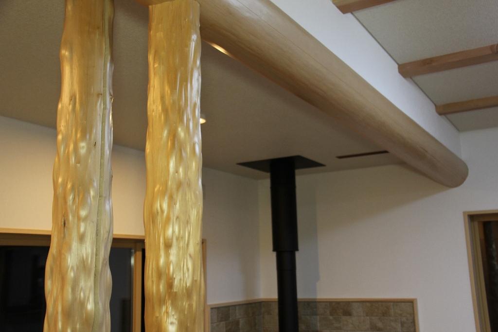 リビング 床柱 桁丸太
