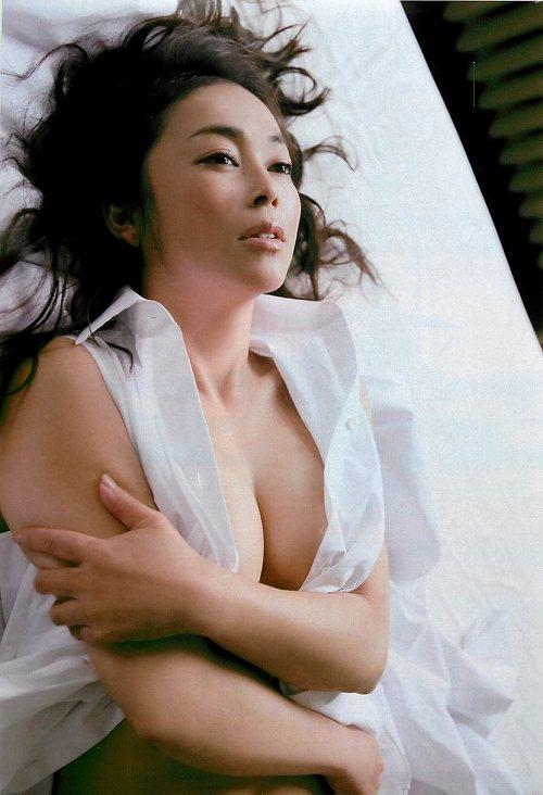 中島知子巨乳おっぱい画像c09