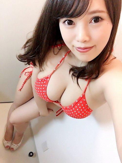 夏目芽依グラビア画像b13