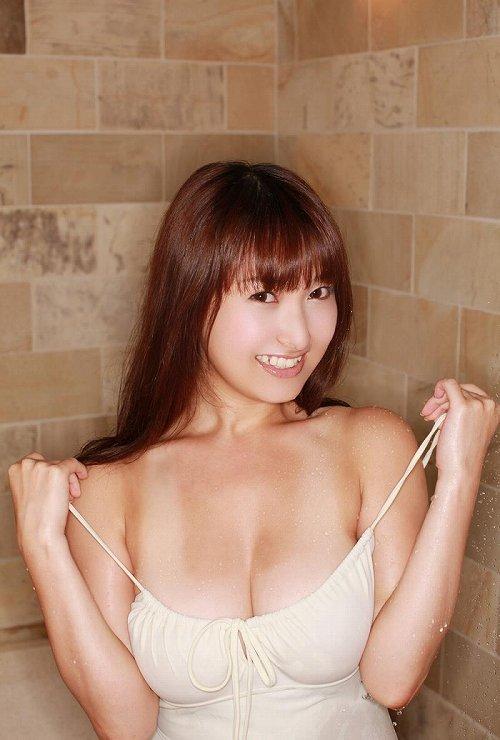 中川朋美グラビア画像b15