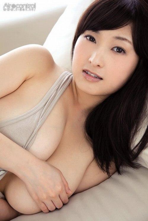 中川朋美爆乳おっぱい画像b24