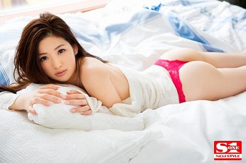 青山沙也加おっぱい画像b05