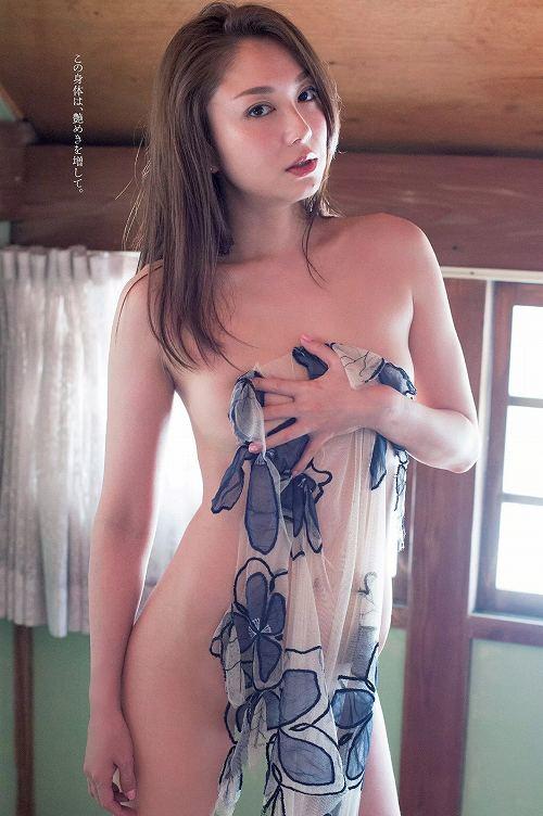 吉田里深ヌード画像b03