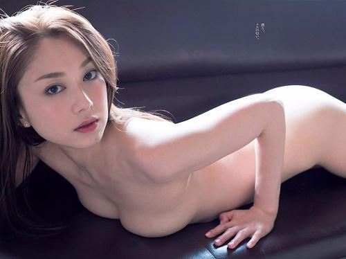 吉田里深ヌード画像b04