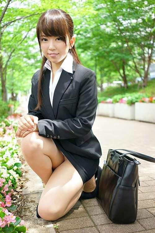 菊池朱里 アナウンサー希望だった才女がav女優に☆小ぶりな微乳お乳写真