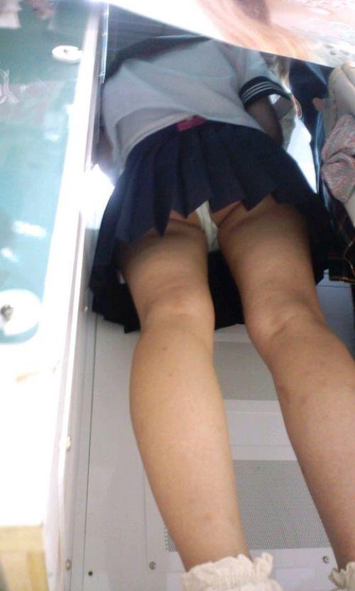 【画像】JKがプリクラに入ってる間に逆さ撮り盗撮した結果www 41枚 No.10
