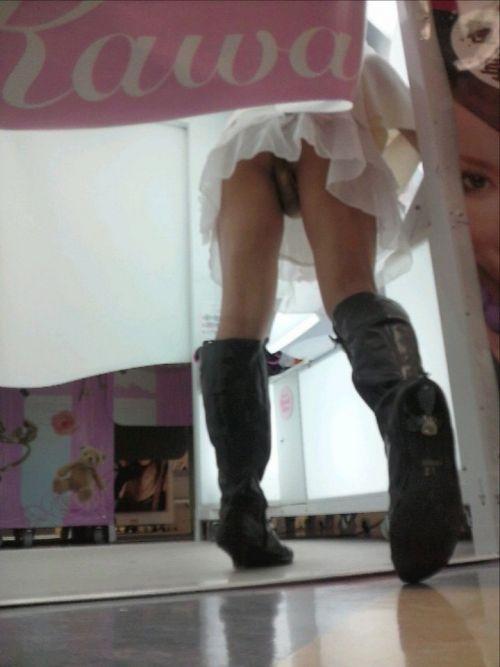 【画像】JKがプリクラに入ってる間に逆さ撮り盗撮した結果www 41枚 No.25