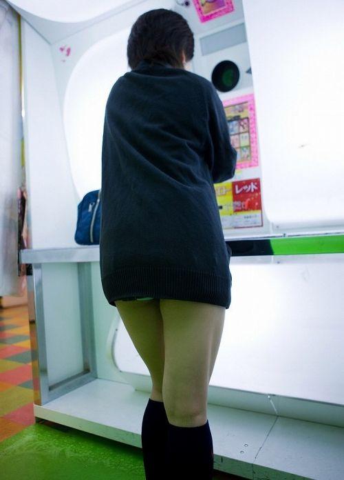 【画像】JKがプリクラに入ってる間に逆さ撮り盗撮した結果www 41枚 No.38