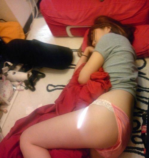 パンティとエロいお尻を見せつけて寝てる女の子の盗撮画像まとめ 36枚 No.23