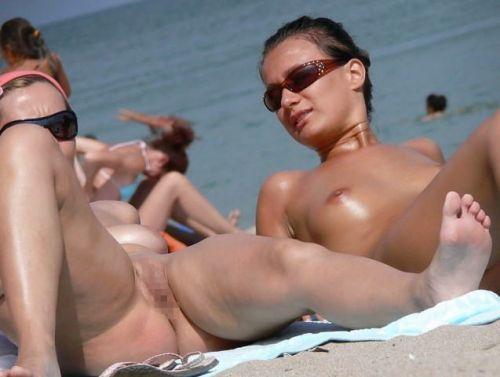 【海外】ヌーディストビーチで柔らかそうなおっぱいを盗撮したエロ画像 35枚 No.5
