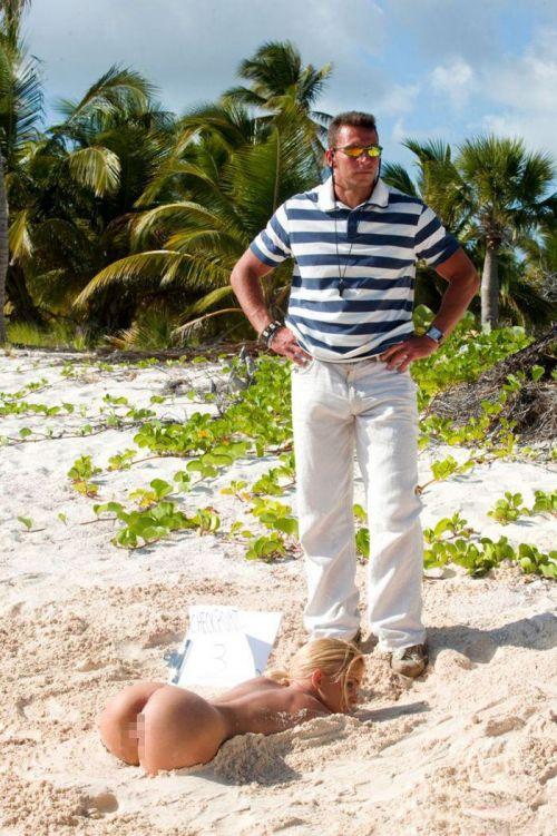 【海外】ヌーディストビーチで柔らかそうなおっぱいを盗撮したエロ画像 35枚 No.22